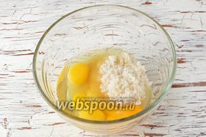 3 яйца соединить с сахаром (1 стакан).