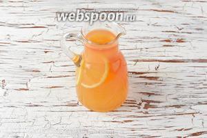 Перелить всё в кувшин и отправить в холодильник для настаивания на 1 час. Лимонад из мандарин готов.