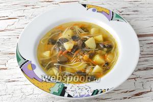 Грибной суп с макаронами готов.