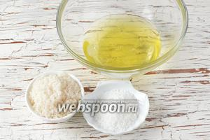 Для кокосовой начинки нам понадобятся белки (5 штук), сахар, кокосовая стружка.