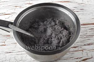 Мак (200 г) залить кипящей водой (0,5 литра), проварить 1 минуту и оставить до полного остывания.