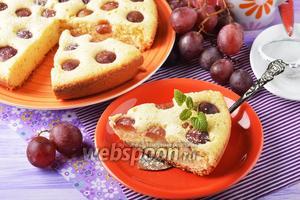 Шарлотка с виноградом