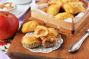Творожные пирожки с яблоками в духовке