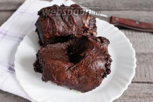 Запеченное мясо оставить остывать при комнатной температуре, закрыв фольгу. Готовое мясо подавать в черносливе или чернослив подать отдельно к нарезке. Приятного аппетита!