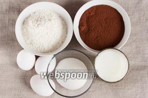 Основные ингредиенты, которые потребуются для приготовления основы для черёмухового торта: мука черёмуховая, мука пшеничная, яйцо куриное, сахарный песок, молоко, сода, уксус (винный, яблочный) для гашения соды.