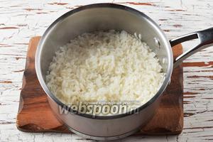 Рис (70 г) отварить до готовности. Охладить.