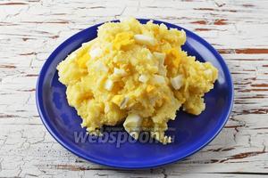 Начинка для пирожков с картошкой и яйцами готова.