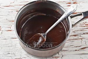 Приготовить половину порции шоколадной глазури «4 ложки». Охладить.