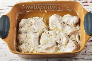 Куриное филе в кефире в духовке готово.