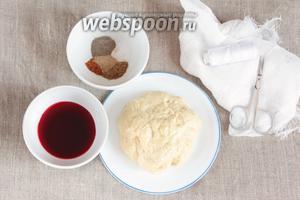 Ингредиенты, которые потребуются для приготовления веганской колбасы из сейтана: заготовка сейтана, сок вишнёвый свежевыжатый, соль, молотые кориандр, перец чёрный, кардамон и мускатный орех.
