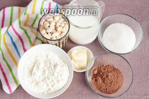 Ингредиенты, которые потребуются для приготовления основы шоколадного рулета без выпечки: мука пшеничная, арахис, молоко, сахарный песок, какао-порошок и масло сливочное.