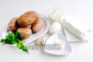 Чтобы приготовить картофельные оладьи, нужно взять картофель, сыр Фета, яйцо, молоко, муку, разрыхлитель, соль, чеснок, петрушку, молотый черный перец, подсолнечное масло для жарки.