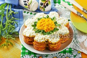 Салат-торт из крекеров с консервами закусочный