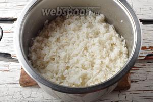 Рис (0,75 стакана) промыть и отварить до готовности. Охладить.