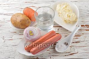 Для работы нам понадобятся сосиски, картофель, морковь, репчатый лук, вода, сметана (у меня жирная домашняя), соль, чёрный молотый перец.