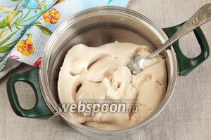 Готовое фасолевое пюре, из которого готовится крем.