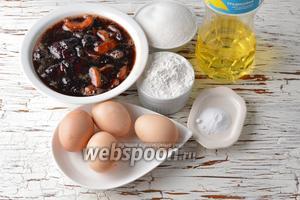 Для работы нам понадобится варенье (у меня варенье из яблок и вишни), сахар, сода, яйца, подсолнечное масло, пшеничная мука.