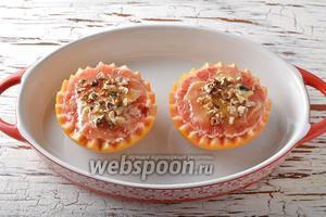 Поместить половинки грейпфрута в форму для выпечки.
