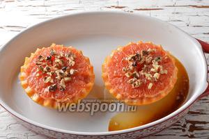 Готовить в предварительно разогретой до 170°С духовке 10 минут. Запечённый грейпфрут готов к подаче.