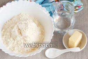 Основные ингредиенты, которые потребуются для приготовления тортильи: мука кукурузная, мука пшеничная, масло сливочное, соль и вода питьевая.