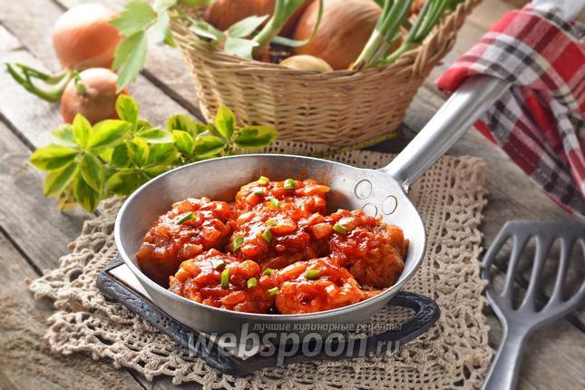 Фото Луковые котлеты в томатном соусе