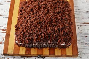 Посыпать сверху (на крем) раскрошенные ранее кусочки коржа. Отправить пирог в холодильник на 1-2 часа. Пирог Решето готов.