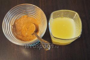 Для начинки смешать корицу (1 ч. л.), мёд (1 ст. л.), подсолнечное масло 2 ст. л., сливочное масло 30 г. По желанию можно добавить молотый имбирь 0,5 ч. л.