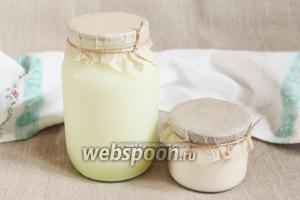 Для приготовления норвежского сыра Брюност в домашних условиях потребуются молочная сыворотка и сливки.