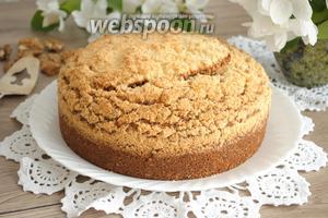 Выпекать пирог в разогретой до 180-190°C духовке примерно около 1 часа. Готовность проверить лучинкой.