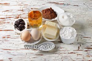 Для работы нам понадобятся яйца, пшеничная мука, сахар, сода, разрыхлитель, пиво, сливочное масло, какао, чёрный шоколад.