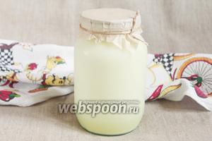Для приготовления сыра Мюсост в домашних условиях потребуется сыворотка коровьего или смеси коровьего и козьего молока, кунжут белый или чёрный и орехи по желанию.