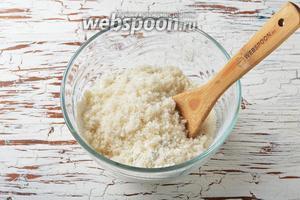 Приготовим тесто. Для этого соединить 300 грамм просеянной муки, 120 грамм сахара, 10 грамм ванильного сахара и разрыхлитель 1 ч. л. Тщательно перемешать.