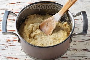 Тесто получится липким. Муки больше не добавлять (!), а тесто отправить в холодильник на 12 часов. После холодильника тесто станет плотнее.