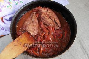 Курица по-итальянски готова. Подавать посыпав зеленью петрушки или рукколы. Приятного аппетита!