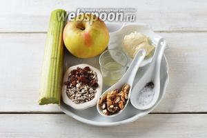 Для работы нам понадобится ревень, яблоки, сметана (густая), лимонный сок, изюм, грецкие орехи, семечки подсолнуха, соль, чёрный молотый перец.