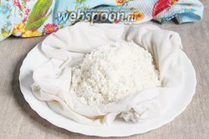 1 стакан круглозернистого риса перебрать, промыть, залить холодной водой и оставить на ночь. Набухший рис промыть свежей водой.