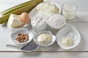 Для работы нам понадобится ревень, творог, сметана, молоко, сливочное масло (маргарин), грецкие орехи, мак, сода, соль, ванильный пудинг, яйца, сахар.