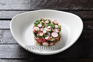 Салат с ботвой редиса готов.