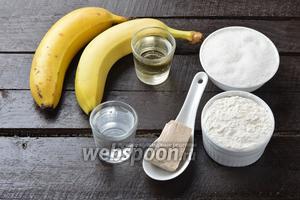 Для работы нам понадобятся бананы, сахар, живые дрожжи, вода, мука, подсолнечное масло.
