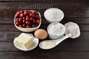 Для работы нам понадобится сливочное масло, свежая вишня, сахар, мука, яйцо, картофельный крахмал, соль, сметана.
