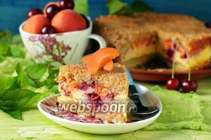 Пирог с вишней и абрикосами