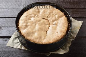 Готовить в предварительно разогретой до 180°С духовке до готовности, приблизительно 35-40 минут. Пирог готов к подаче.