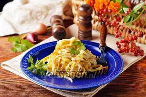 Салат с яичными блинчиками и луком