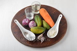 Для работы нам понадобятся огурцы, морковь, репчатый лук, чеснок, соль, сахар, чёрный молотый перец, смесь трав для моркови по-корейски, уксус, подсолнечное масло.