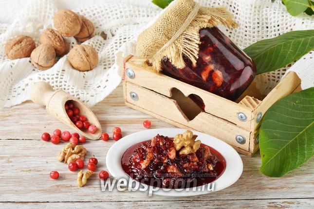 Фото Варенье из брусники с орехами