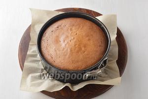 Выпекать в предварительно разогретой до 180°C духовке до готовности (до сухой лучинки), приблизительно 35 минут.