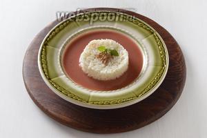 Подавать фруктовый суп с рисом в холодном или горячем виде.