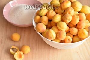 Для приготовления абрикосового конфитюра подготовить абрикосы, сахар (в соотношении 1:1) и анис (бадьян).