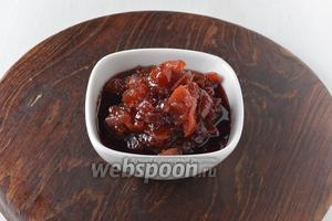 Варенье из брусники и груш готово. Его можно сразу использовать или горячим закатать в стерилизованные банки.