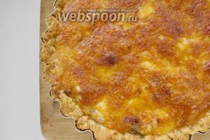 Пирог-жульен выпекаем в духовке, разогретой до 180°C, около 35 минут. Подаём горячим. Приятного аппетита!